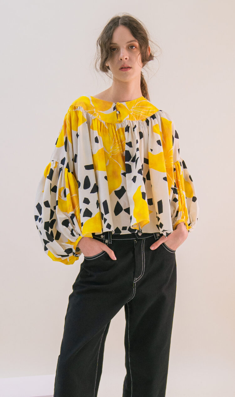 Yellow flower wide-banded bateau neck volume blouse