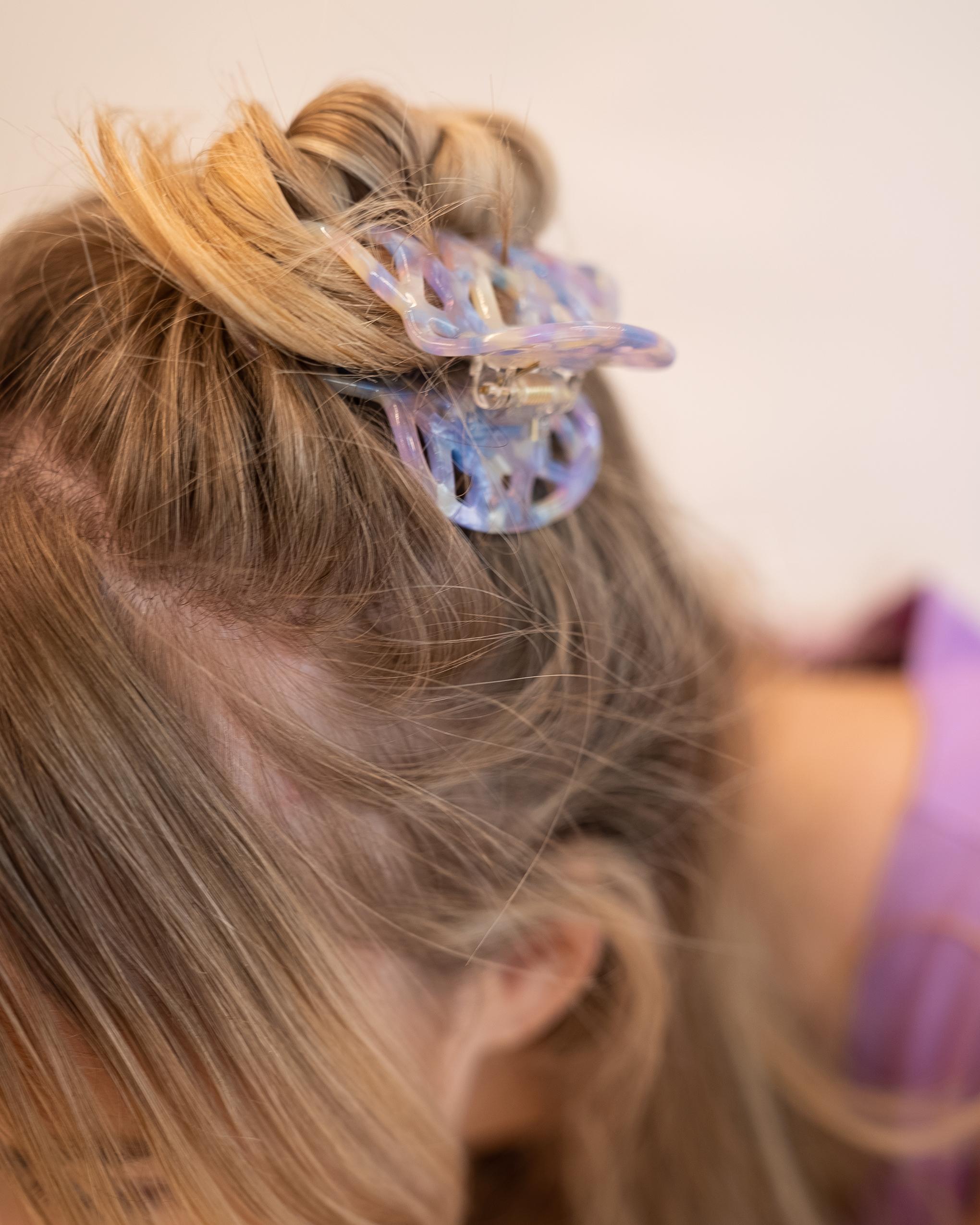 Model wearing Emin + Paul parma violet lattice hair claw.