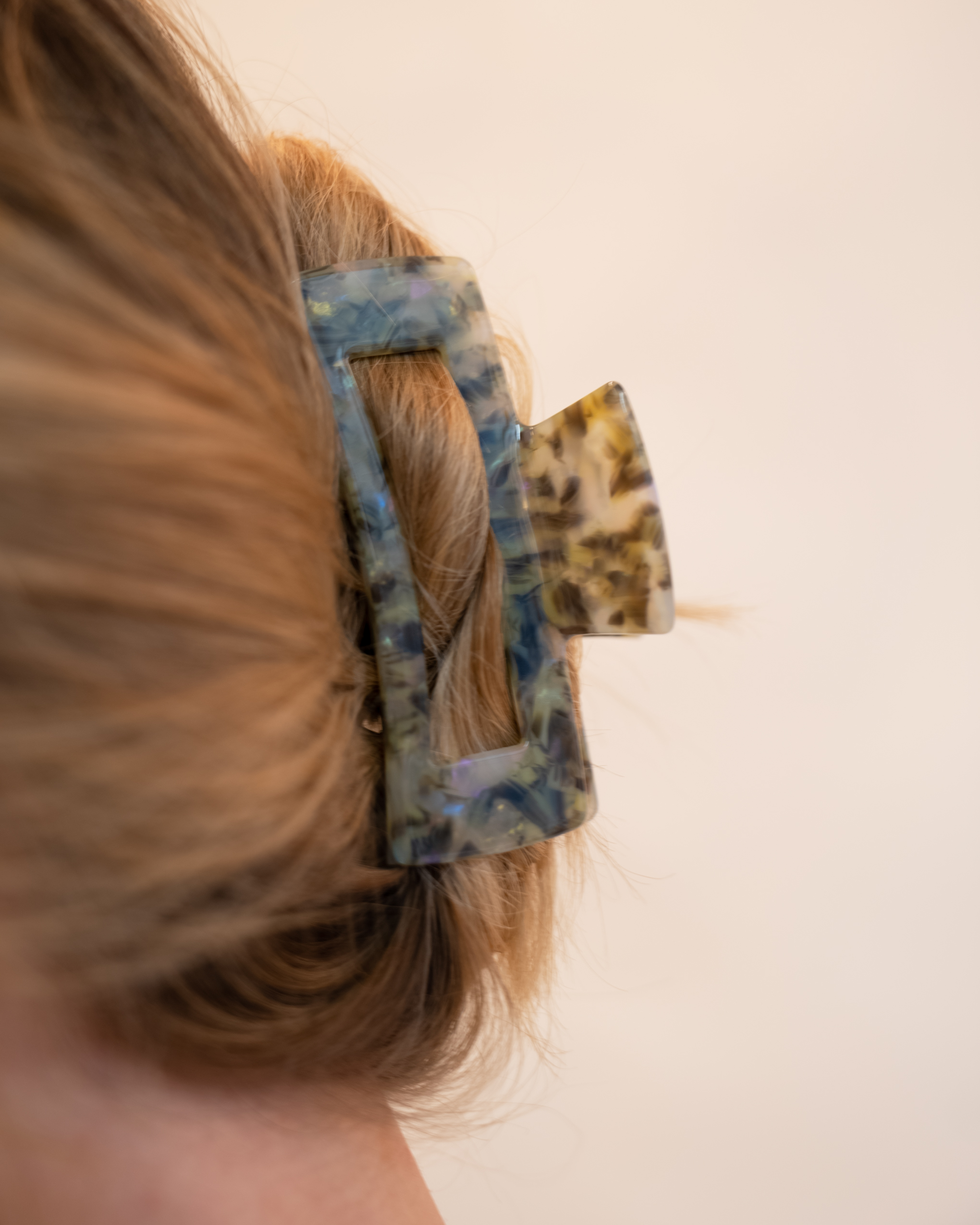 Model wearing Emin + Paul sage chunky square hair claw.