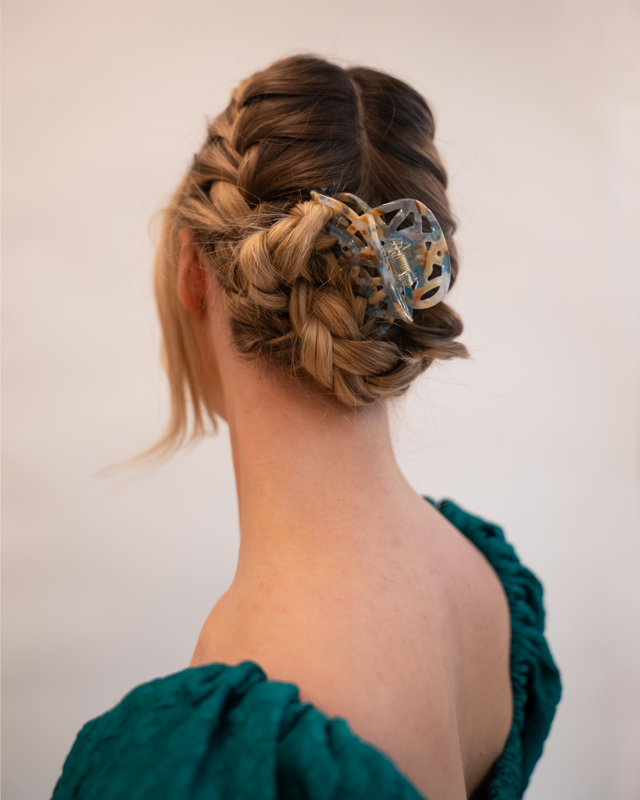 Model wearing Emin + Paul seashore lattice hair claw.
