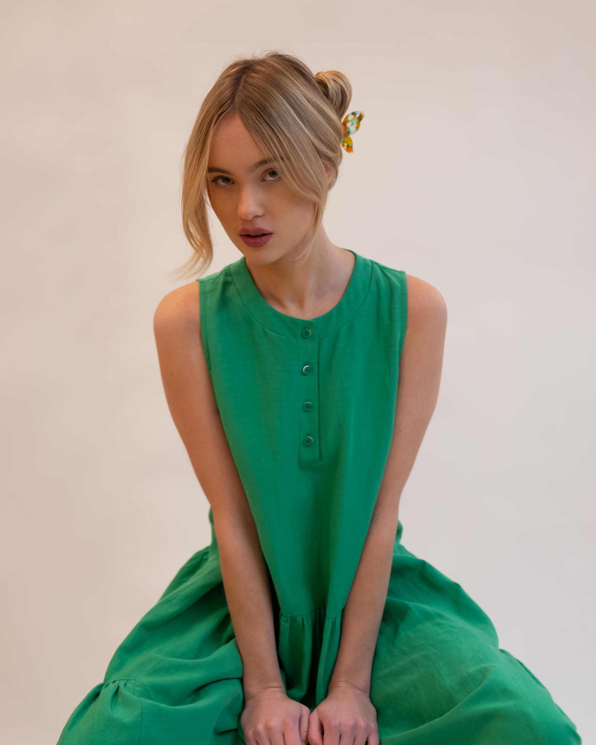 Model wearing Emin + Paul springtime butterfly hair claw.